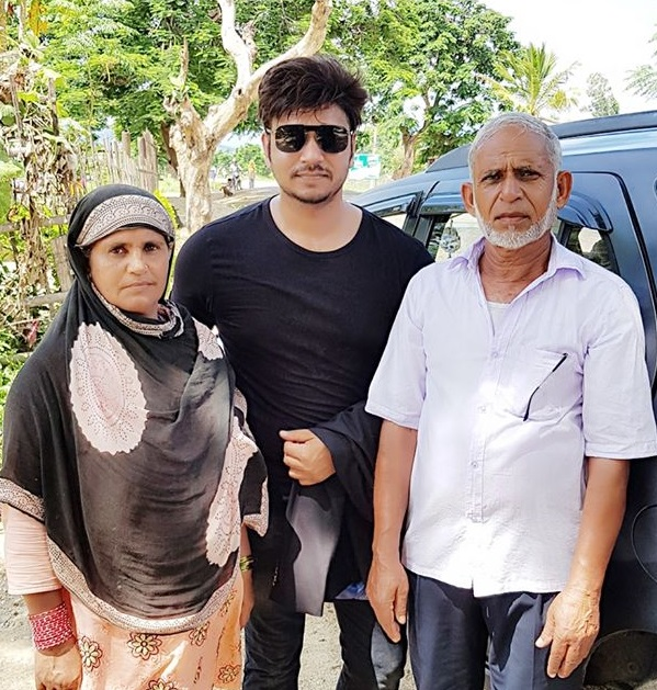 Hassan Raza Khan with his parents